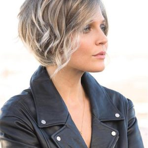 Short Layered Rae Synthetic Lace Front Wig For Women
